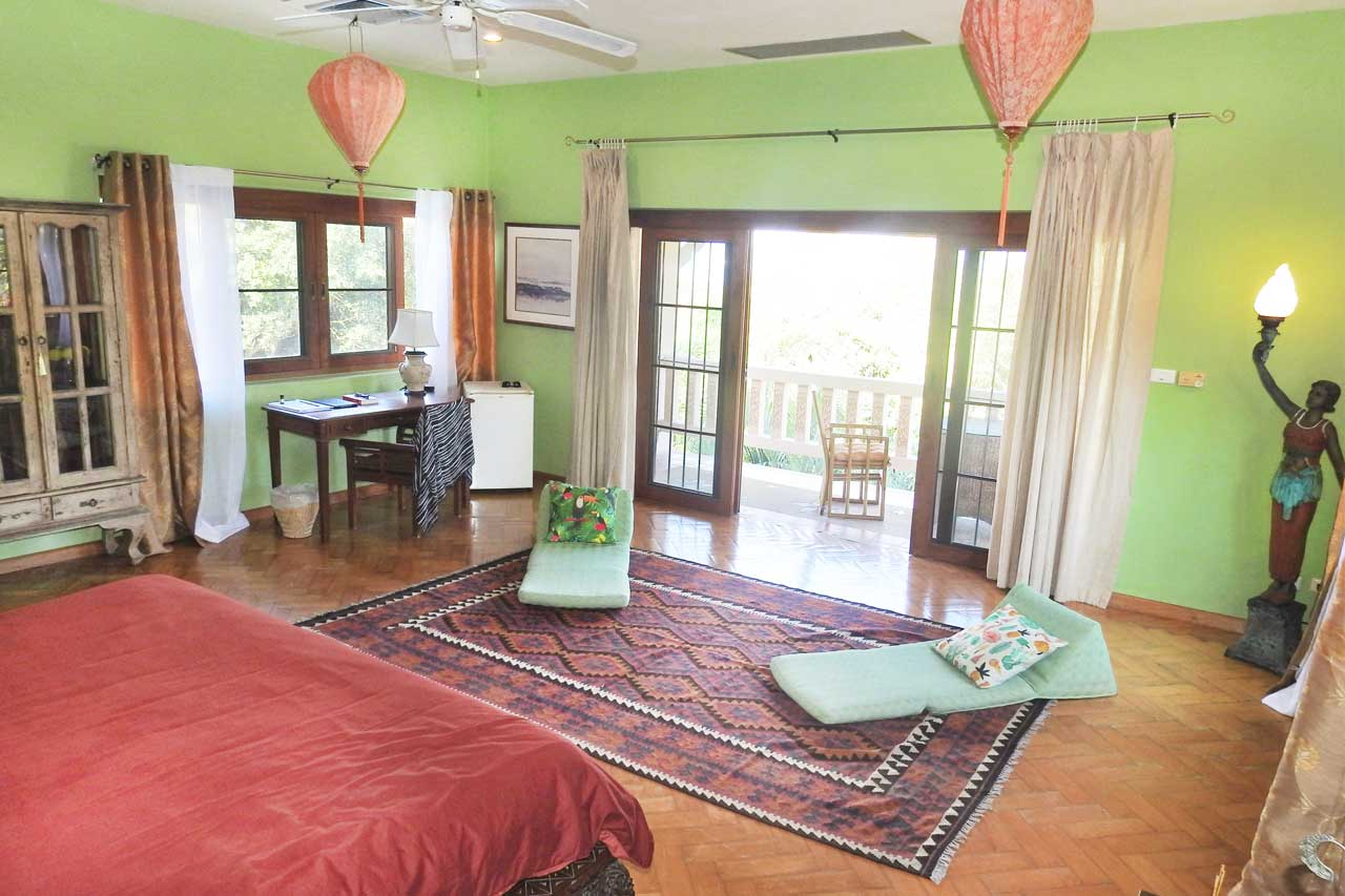 training-paradise-coconut-bedroom-desk