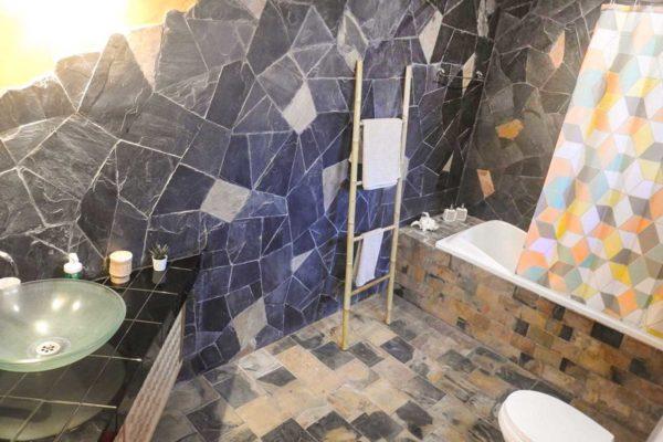 training-paradise-mango-bathroom