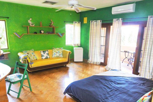training-paradise-pineaple-bedroom-desk